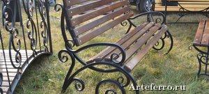 Кованые скамейки для загородного дома